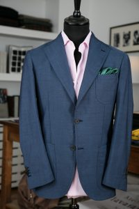 a single-breasted jacket in blue mohair wool fabric with two horn buttons, notch lapel and patch pockets