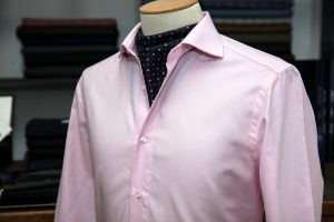 a shirt with a neapolitan shoulder in pink pin-point egyptian cotton with mother of pearl buttons