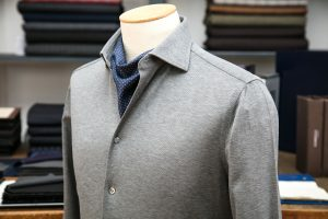 a shirt in grey jersey cotton with mother of pearl buttons