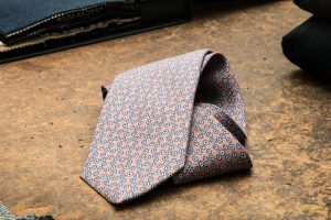 a seven-fold tie made by silk